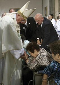 Pope meets former comfort women at the mass in Seoul, S.Korea