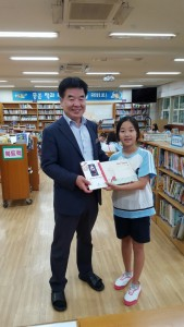 Lee, Ju-an, 4th grader from Seoul National University of Education elementary school donated 'Touch-Me-Nots' & 'Her Tears' to the school library.